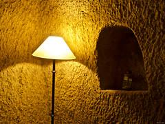 El rincón del fondo a la izquierda (Luicabe) Tags: bodega cabello enazamorado farol hueco interior laìmpara luicabe luis luz pantalla pared roca sombra yarat1 zamora ngc lámpara