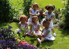 Kindergartenkinder im Schlosspark ... (Kindergartenkinder) Tags: dolls schloss annette wasserburg jinka tivi milina anholt himstedt annemoni kindergartenkinder sanrike