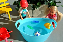 What's in the tub? (Deejay Bafaroy) Tags: blue boy red green rot girl yellow kids bench toys outdoors kid doll dolls child turquoise tricycle barbie bank sunny kinder kind gelb tub grün minniemouse simba blau childs sonnig mattel mädchen diorama junge puppe evi darrin draussen puppen wanne türkis dreirad knabe simbatoys evilove