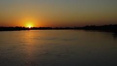 Nascer 01 (Parchen) Tags: alva sol dia aurora cáceres alvorada amanhecer matogrosso pantanal madrugada alvor juventude nascer nascente início nascendo solnascente dilúculo rioparaguai matogrossense parchen carlosparchen