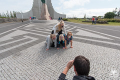 Photo for treasure hunt (andrea.prave) Tags: girls game island photo iceland islandia hallgrimskirkja reykjavík islande treasurehunt islanda hallgrímur исландия アイスランド