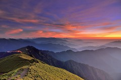 合歡山~雲彩映山巒~  Mt. Hehuan Sunset (Shang-fu Dai) Tags: sunset clouds landscape nikon taiwan 南投 夕陽 formosa 台灣 d800 合歡山 hehuan 雲彩 火燒雲 主峰 3416m afs1635mmf4