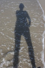 Self portrait (kerstin.schenck) Tags: travel shadow sea selfportrait beach water canon eos see reisen reise 400d