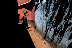 _1010261 Guatemala 2015 (zUorro) Tags: woman shadows guatemala ombre viaggio sanpedro 2015 lagoatitlan avventure avventurenelmondo