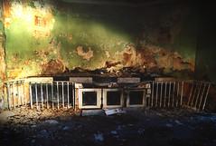 No nac para la belleza impuesta. (Samkale Bellacrux) Tags: old light building abandoned edificio dirty dirt forgotten walls forsaken antiguo decayed misterious balneario panticosa abandonado olvidado