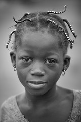 Burkina faso: enfant de l'ethnie Sénoufo. (claude gourlay) Tags: burkinafaso burkina afrique africa claudegourlay portrait retrato ritratti people face ethnie ethnic banfora sénoufo noiretblanc blackandwhite nb bw child enfant