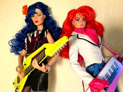 Kimber and stormer ✌💕 (trulytrulyoutrageous) Tags: fashiondoll fashionroyalty integritytoys jemandtheholograms jem thebandsbreakup maryphillips stormer kimberbenton