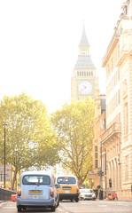 161010 0209 Big Ben, Londres (nicolaskuntscher) Tags: europa inglaterra londres london england europe autos cars arquitectura architecture calle street trees árbol urbano urban