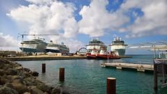 085/105 29-12-2016 Phillipsburg, Sint Maarten (Mark Hewson) Tags: phillipsburg maarten royal caribbean anthem tui discovery celebrity eclipse equinox tug