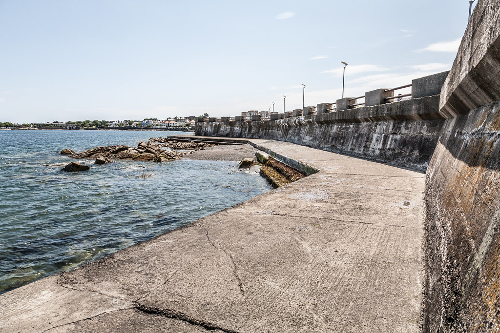 DUN LAOGHAIRE TOWN AND HARBOUR [TEN YEARS AGO]-124883