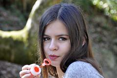 Prête à buller (maxguitare1) Tags: jeunefille ragazza muchacha younglady france nikon