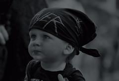 STREET (Gila98) Tags: schwarzweiss grau little boy junge kleinkind street stadt kind slayer gesicht person klein