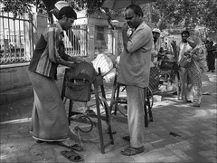 People in India: the scissors grinder (Romtomtom) Tags: people india schwarzweiss indien tamilnadu ind azadsociety