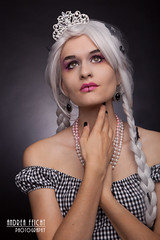 InaJ-03 (Feicht Photography) Tags: white halloween fashion spotlight femalemodel elegant fashionshoot weis krönchen fledermäuse zöpfe kariert studioshooting studioaufnahme weisehaare feichtphotography