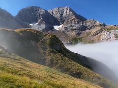 Astazus (Manolo Moliner) Tags: walking senderismo pyrénées pirineos randonnée gavarnie cirquedegavarnie midipyrénées hautespyrénées pirineocentral