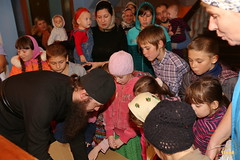 07. Humanitarian assistance for refugees at Svyatogorsk Lavra / Раздача гуманитарной помощи беженцам Лавры