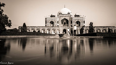 Humayun's tomb (karmajigme) Tags: travel blackandwhite india monument monochrome architecture nikon noiretblanc delhi tomb humayun