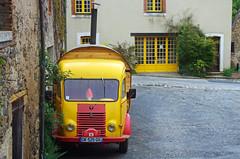 Gargilesse-Dampierre (Indre) (sybarite48) Tags: france yellow jaune indre amarillo amarelo gelb giallo van geel transporter busje camioneta sar furgone   ty  gargilesse  kamyonet fourgonnette  awangarda      gargilessedampierre