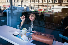 Paris, 2016 (Antonio_Trogu) Tags: francia france parigi paris streetphotography candid urban antoniotrogu ricohgr ricohgrii 2016 girl woman eating window shop cafe brasserie street cars louvre