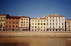 Pisa, 29.10.16. (clasker) Tags: italia italy tuscany toskana pisa arno 35mm ishootfilm filmisnotdead analogue analog konicabigmini kodakgold200 pointandshoot compactcamera