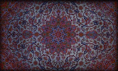 """Alfombras, espacios íntimos que simbolizan templos, árboles de la vida y el conocimiento, astros y paradisos. • <a style=""""font-size:0.8em;"""" href=""""http://www.flickr.com/photos/30735181@N00/31766537134/"""" target=""""_blank"""">View on Flickr</a>"""