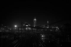 Limoges-Bénédictins dans la nuit (rondoudou87) Tags: limoges gare train station lumière light noiretblanc noir blanc black blackwhite monochrome zeissplanart85 zeiss carlzeiss bénédictins autofocus
