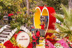 Keep the Beat Alive (Thad Zajdowicz) Tags: roseparade 2017 pasadena california float people color cprsaveslives keepthebeatalivecolor red yellow festive canon eos 5d3 5dmarkiii dslr digital availablelight lightroom outside outdoor colour ef70200mmf4lisusm heart