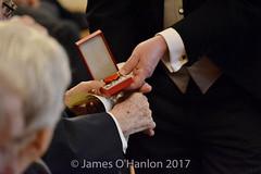 Capt. Tim Fitzgerald, 3rd Battalion, The Irish Guards receives his medal (James O'Hanlon) Tags: national order legion honour nationalorderofthelegionofhonour capttimfitzgerald 3rdbattalion theirishguards kingsmanbernardcross 5thbattalion theliverpoolking'sregiment riflemandesmondjamesryan 2ndbattalion theroyalulsterrifles ptemichaelcrumby 8thirishbattalion gunnerrichardstanleyhughes royalregimentofartillery leadingaircraftmanstephenconyngham royalairforce philip daniel philipdaniel honarary consul france honoraryconsuloffrance lord mayor liverpool town hall medal ceremony civic ww2 ww2vets respect