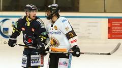 A muso duro (66Colpi) Tags: hockey varese hockeyvarese sport af35mm mazza caschetto ghiaccio palaghiaccio pattini lame appiano