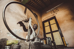 Spinning Wheel (anandgovindan) Tags: travel portrait people stilllife india art thread wheel rural canon village indian fineart madras wideangle indoor tokina yarn textile fabric adobe spinning tradition chennai weaving journalism tamilnadu loom southindia lightroom lowangle fibre handloom cwc ultrawideangle thirumazhisai nammachennai tokina1116mm canon600d chennaiweekendclickers mychennai anandgovindan cwc470