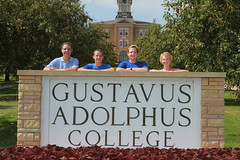 IMG_0250.jpg (Gustavus Adolphus College) Tags: old family sign student day main move oldmain movein firstyear moveinday 201204 20150904