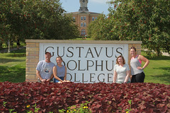IMG_0270.jpg (Gustavus Adolphus College) Tags: old family sign student day main move oldmain movein firstyear moveinday 201204 20150904