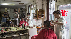 (40/62) Hairdresser Hutong (ponzoñosa) Tags: china hair cut beijing scissors hairdresser hutong pekin absolutenomadism