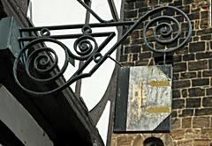 Holzwurm (jneumann85) Tags: buch lesen schild holz altstadt mauer fachwerk