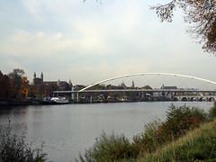 Hoeg brögk (Beyond the grave) Tags: maastricht limburg netherlands greischrené renégreisch hoegbrögk maas meuse river landscape