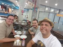 Com os amigos Diego Massari e Carlos Stevanato. Esperando o vôo. 🔝