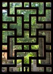 (mblaeck) Tags: window pattern dirty dirtywindow lookingout insidelookingout lookingthrough chinesegardenoffriendship woodenwindow woodenpattern greenbeyond