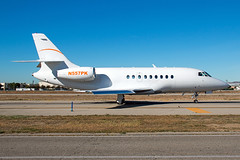 N557PK Falcon 2000 (Centreline Photography) Tags: california usa plane canon airplane corporate airport aircraft aviation airplanes flight aeroplane planes vannuys chrishall flughafen runway spotting airliner airliners planespotting flug bizjet spotters vny kvny centrelinephotography