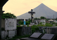 Mayon Volcano (Mount Mayon), view from cemetery, Legazpi, province of Albay, Philippines (Darius Travel Photography) Tags: volcano pentax philippines mayon filipinas pilipinas legaspi legazpi albay    mayonvolcano  mountmayon pentaxk100dsuper  bulkangmayon bulkanmayon filipinai