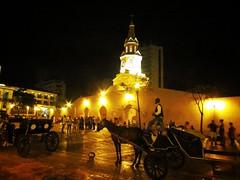 La iluminada (jhonatanflorez1) Tags: street fotografiacallejera cartagena ciudadamurallada plaza luces noche fotografianocturna contraste luz calida