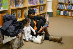 Read aloud, New York bookstore (Patja) Tags: new york city nyc bookstore read aloud child
