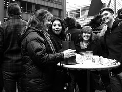 Chicago - 26 Nov 2016 - 5D IV - 117 (Andre's Street Photography) Tags: chicago25nov20165div happy people city ruban chicago loop downtown christmas market cups drinking shopping christmasmarket blackandwhite bw bwphotography zwartwit noiretblanc blancoynegro street straat straatfotografie straatportret streetphotography streetportrait chicagoist strasse calle candid strada canon eos 5div ef40mmstm ef prime primelens 40mm picassoplaza daleyplaza clark dearborn washington streets