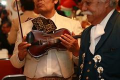 El violín (Explore) (José Lira) Tags: violín mariachi música trovadores fiesta méxico canon eos 6d