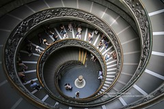 Rome, Vatican Museums, stairs (blauepics) Tags: italien italy italia rom rome roma city stadt building gebäude historical historisch architecture architektur vatikanische museen museums spiral stairs treppen