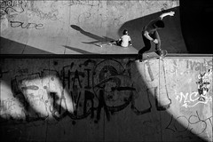 Torino 0433 (malko59) Tags: torino turin italia italy parcodora skaters skateboard street urban biancoenero blackandwhite