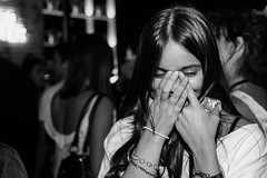 Shy (Rodri Valdez) Tags: discoteca boliche nightclub chica girl timida shy woman people dance mujer