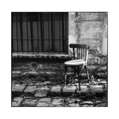 the old chair 1 • paris, france • 2015 (lem's) Tags: street old paris france chair minolta ruelle chaise vieille paved autocord pavée