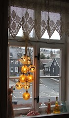 Golden Advent time (Gerlinde Hofmann) Tags: museum germany town handmade lace curtain thuringia crocheted christmastime christmasball froebel friedrichfröbel oberweisbach fröbelmuseum kindergarteninventor