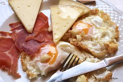Breakfast (Kym.) Tags: food cheese breakfast lunch spain egg ham garlic andalusia nerja flexitarian manchegocheese andalucia somebodyelseskitchen jamon