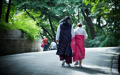 Hanbok couple (gunman47) Tags: 2016 24105 24105mm asia changdeok changdeokgung ef korea korean october palace rok republic seoul south bokeh couple eyes people photography street walking young 昌德宮 서울 창덕궁 southkorea